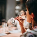 Moderate alcohol drinking linked to less chronic pain and depression