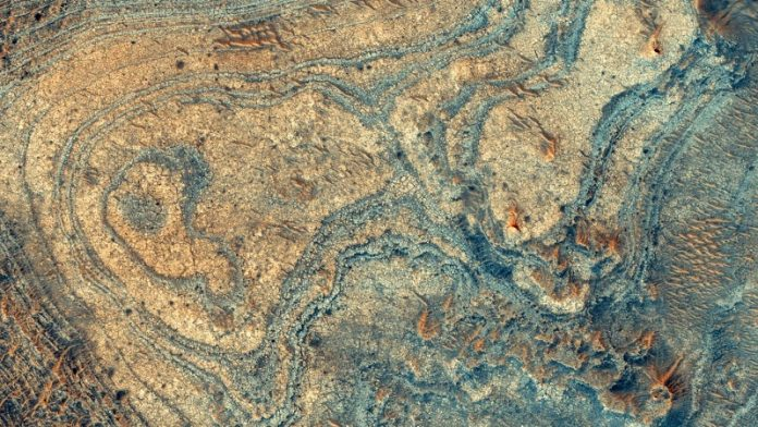 Strange Martian mineral deposit likely from ancient volcanic explosions